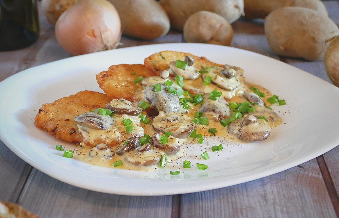 placki ziemniaczane z sosem grzybowym